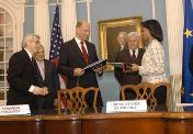 federal-minister-wolfgang-tiefensee-and-us-secretary-of-state-condoleezza-rice.jpg